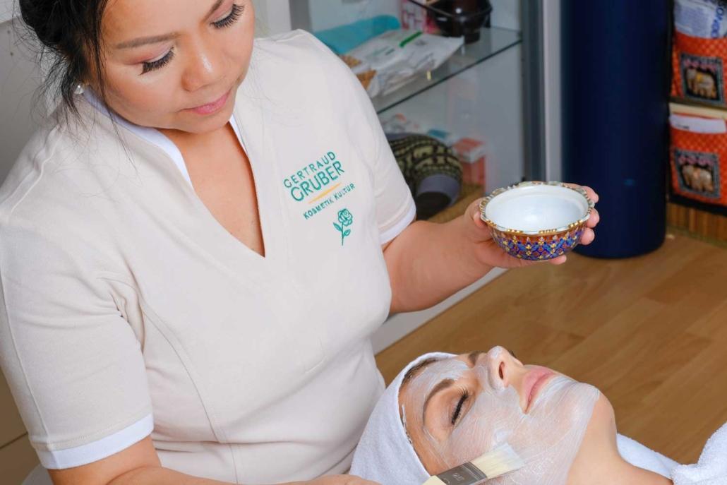 Kosmetik im Schönheitssalon Patcharee in Hamburg Niendorf